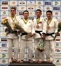 世界選手権で金メダルを胸にする梅北選手