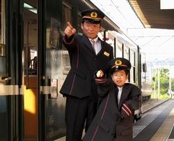 鉄道員になりきって記念写真