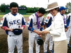 高円宮妃殿下とSECの選手たち