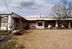 解体される雀部幼稚園