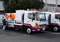 2台の排水ポンプ車