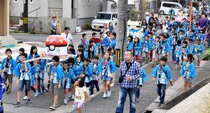 300人が中坂町内を練り歩いた
