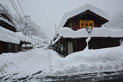 屋根にもたくさん雪が積もっている