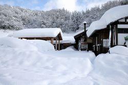 雪に覆われた雲原の活性化施設