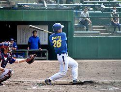 左越え2点本塁打を放つ坂田