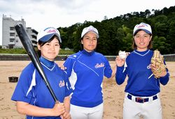阿部主将、長野監督、大野投手(左から)