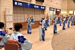 福知山踊りを実演