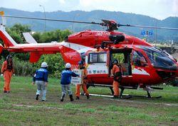 兵庫県の消防防災ヘリで支援物資を受け入れ