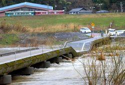 中央部が落ちた在田橋