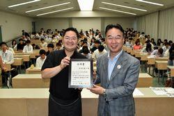 杉本さん(左)と大橋市長
