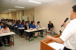 井本さんが学童チームの母親らに話した